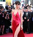 Bella Hadid`in Kırmızı Elbisesi`nin Sırrı