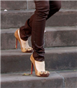 Blake Lively`nin pençe ayakkabıları