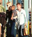 Charlize Theron ve Sean Penn`in aile keyfi