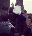 Justin Bieber Çin Seddi`ni omuzlarda geçti