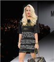 Katy Perry ve Rita Ora podyumda