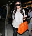 Kim Kardashian çantalarını satıyor