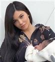 Kylie Jenner İlk Kez Bebeğiyle Poz Verdi