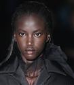 Prada Defilesinin Açılışında 21 Yıl Sonra Esen Siyahi Güzellik