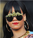 Rihanna` nın renkli gözlükleri
